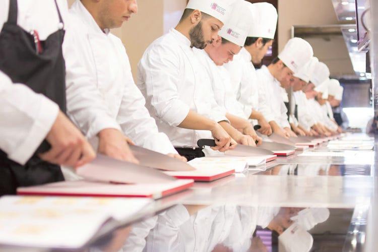 Corso ifse dedicato alla cucina italiana 80 ore di lezione anche con cuochi stellati italia a - Corso cucina italiana ...