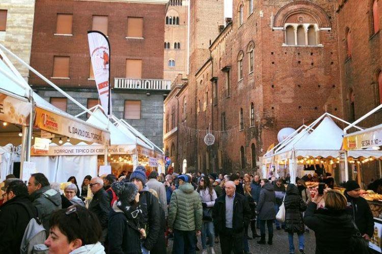 Cremona invasa dagli amanti del torrone La festa tradizionale dedicata a Mina