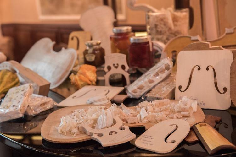 Cremona, le botteghe dei liutai si aprono a incontri e degustazioni