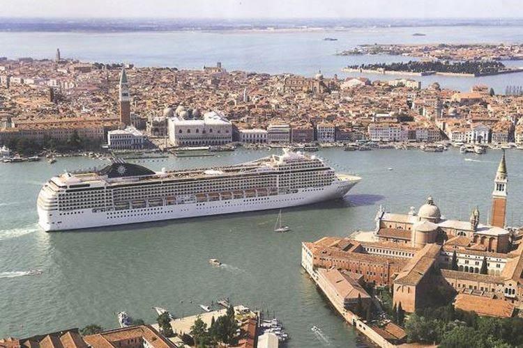 Le crociere a Venezia, caso irrisolto Occhio alle casse o al turismo sostenibile?