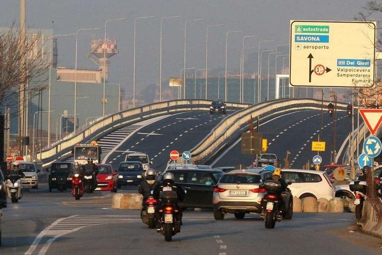 Crolli e autostrade chiuse Turismo a rischio in Liguria