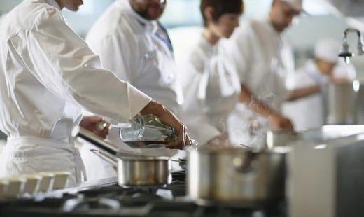 Cuochi troppo divisi serve un 39 unica associazione italia a tavola - Sonicatore cucina a cosa serve ...