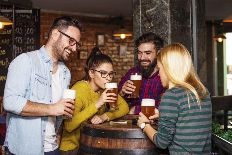 """Curiosi, abitudinari, donne Sono i """"tipi da birra"""""""