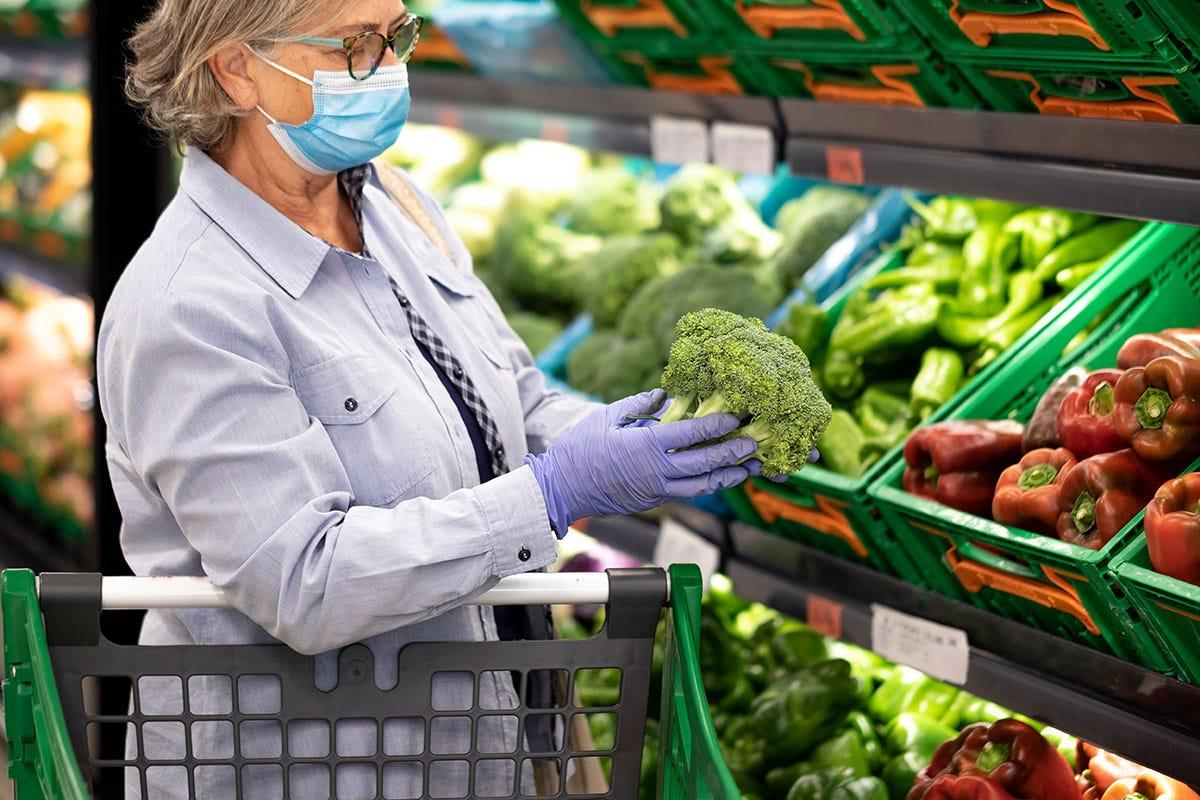 La verdura in busta non piace più. Gli italiani la vogliono dall'agricoltore