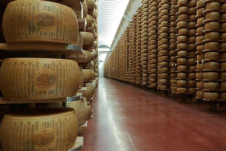 Con i dazi Usa al 25% Parmigiano a oltre 45 dollari