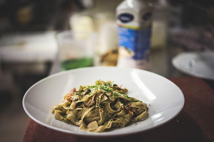 Tagliatelle con funghi porcini, speck e Culinaire Original Debic