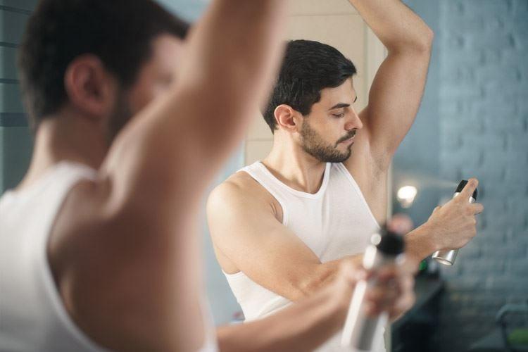 Sudore, se il deodorante non basta il rimedio sta nei farmaci