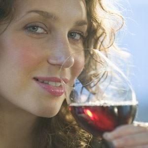 Donne e vino, le manager bevono il doppio delle impiegate