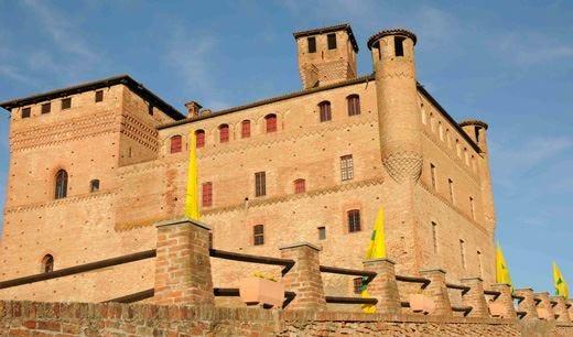 """""""Enoteca Fattoria Amica"""" di Cuneo Luogo di storia, cultura e tradizioni"""