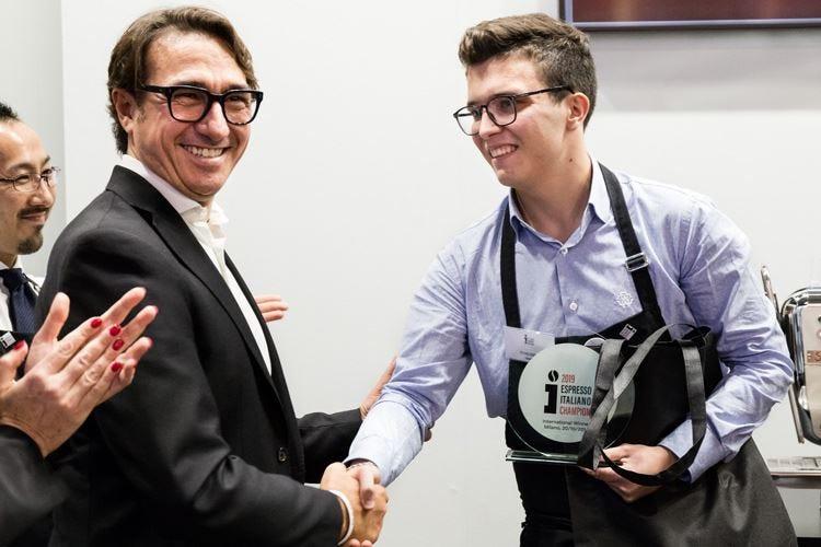 Il giovanissimo Stefano Cevenini campione mondiale dell'espresso