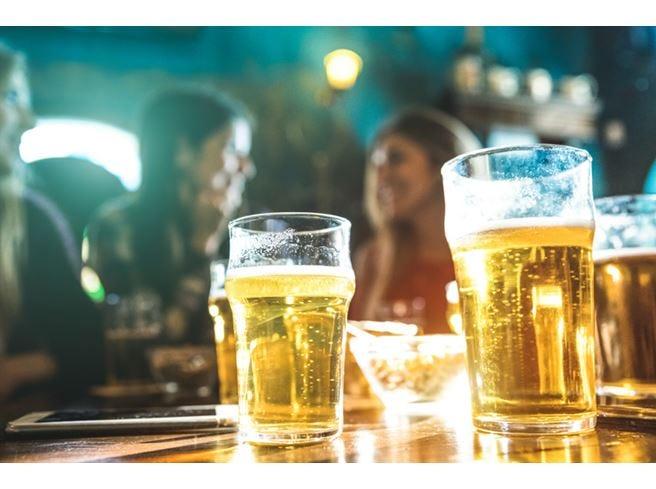 Estate, aperitivo con la birra Gli italiani preferiscono la bionda