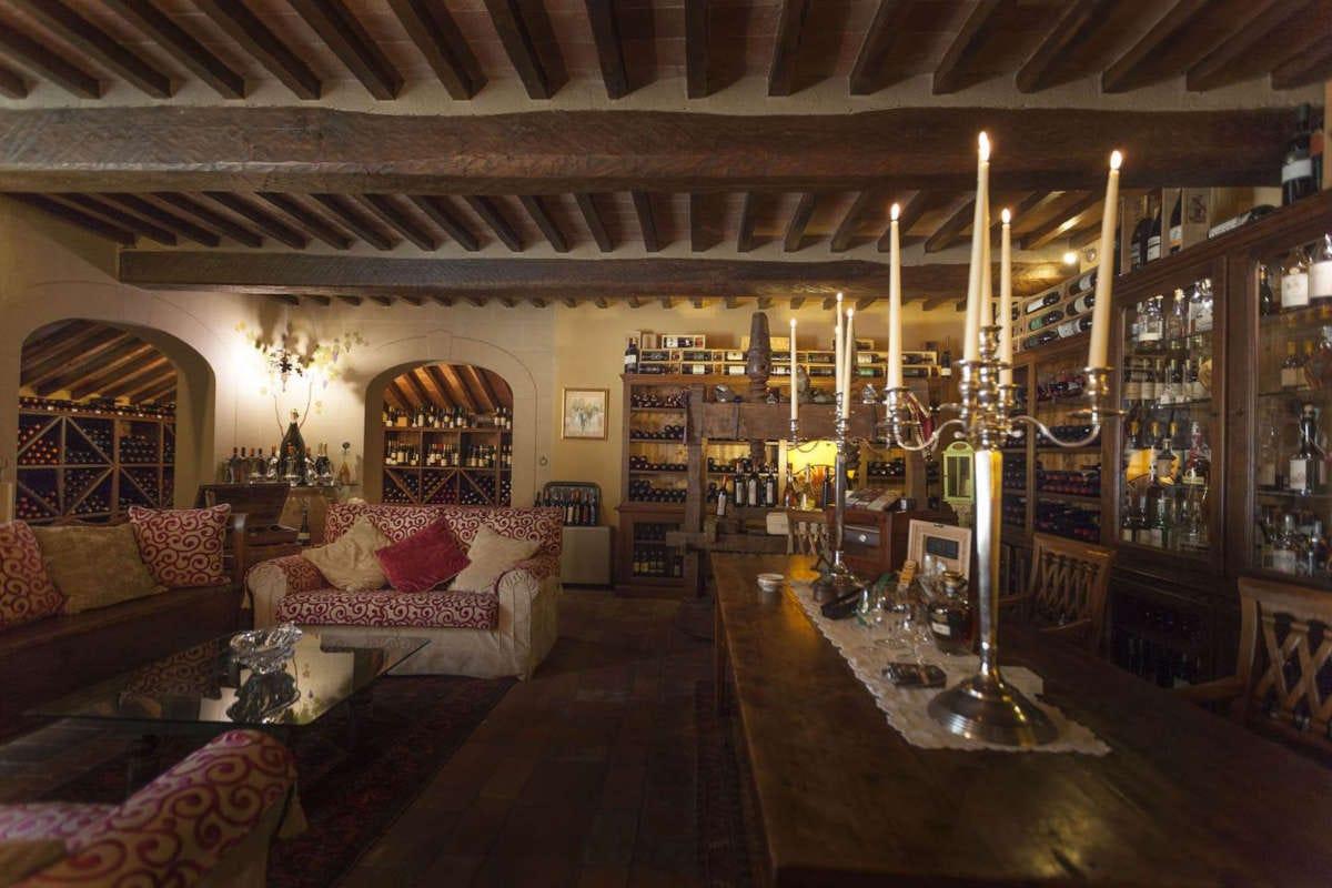 la cantinetta del Falconiere La stella del Falconiere illumina il wine resort di Cortona
