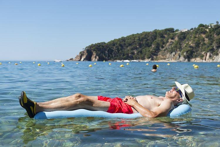 Uomini, impiegati e pensionati Ecco chi andrà in ferie quest'estate