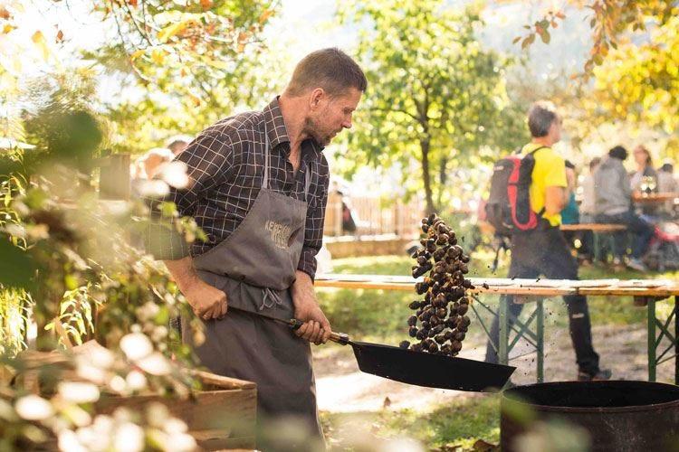 A Lana la 21ª Festa della Castagna Un mese con il simbolo dell'autunno