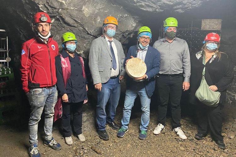 Formaggi stagionati nelle miniere Al via un progetto nel Bergamasco