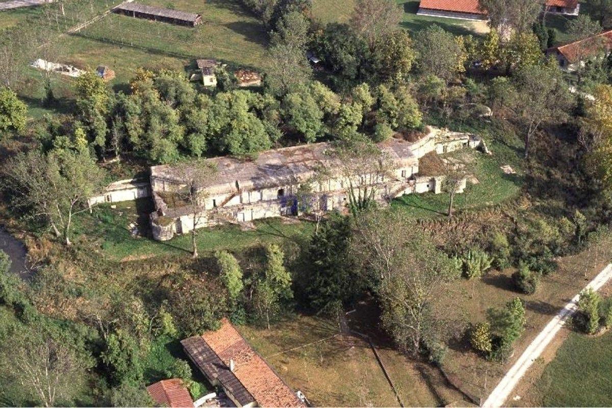 Forte Rossarol visto dall'alto Ragazzi fragili e agricoltura bio Tutti protetti dentro Forte Rossarol
