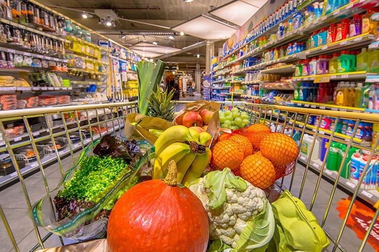 Frutta e verdura, come cambiano i prezzi Frutta e verdura, cambio di stagione Prezzi su per primizie e biologico