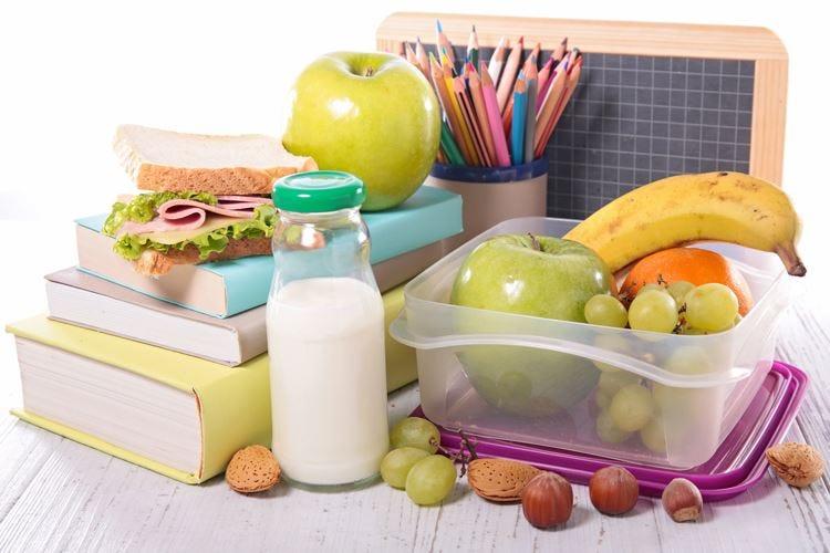 Latte e frutta fresca in classe Ue, 30 milioni alle scuole italiane