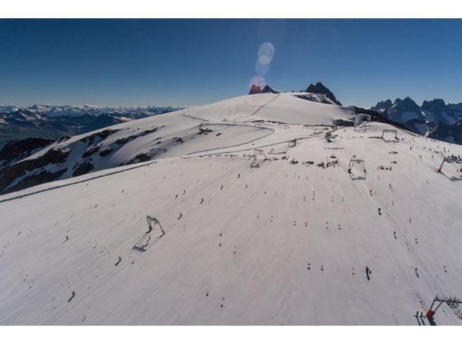 Il ghiacciaio si scioglie Sci vietato sulle Alpi francesi