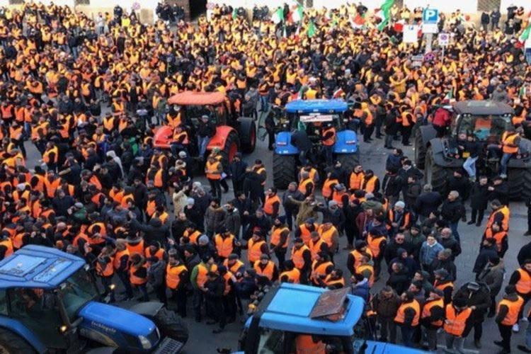 Gilet arancioni, domani a Roma l'incontro con il Ministro Centinaio