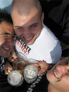 Da lunedì no alcol agli under 16  Milano dice basta allo sballo