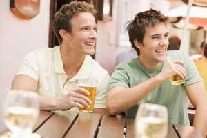 Più birra e meno vino, ecco le scelte degli italiani a tavola