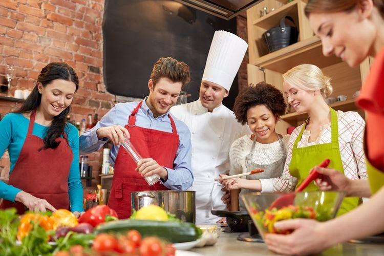 """I giovani tutti pazzi per la cucina Ma pochi accettano la """"gavetta"""""""