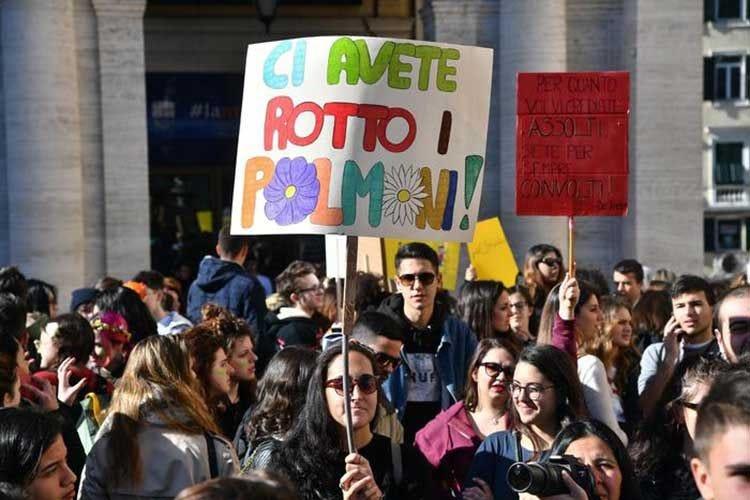 Fermi tutti, parlano i giovani Nelle piazze italiane per tutelare la Terra