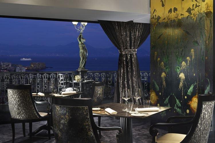Il Grand Hotel Parkers' si regala George Un nuovo ristorante sul Golfo di Napoli