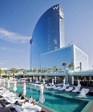 L 39 hotel w sul porto di barcellona icona del nuovo skyline for Alberghi barcellona sul mare