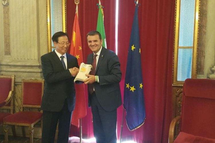 Italia e Cina si incontrano a Roma Centinaio: «Fase di ottimi rapporti»