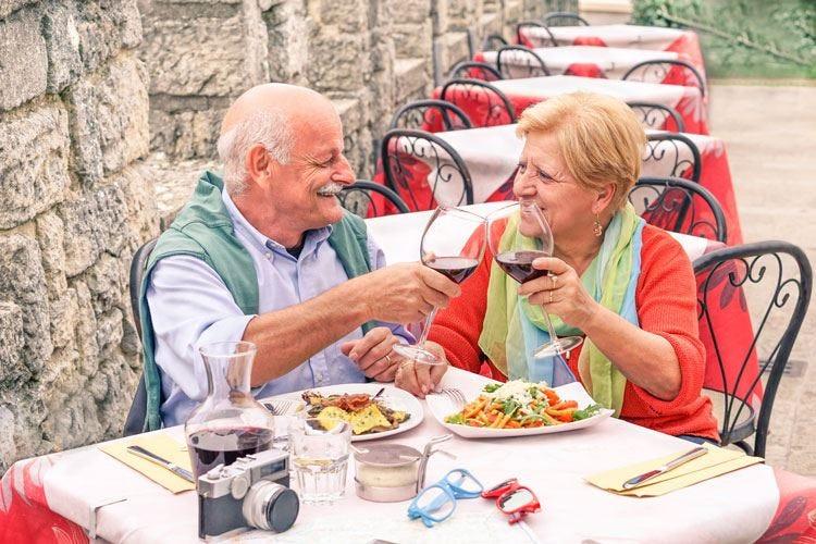 L'Italia invecchia, consumi a rischio Fipe: Solo allarmismi inappropriati
