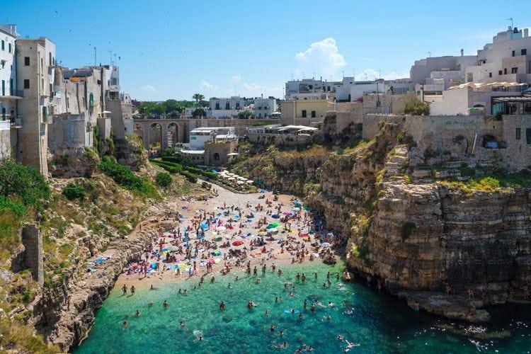 Estate, vacanze per il 90% degli italiani Il Belpaese meta preferita, poi la Grecia