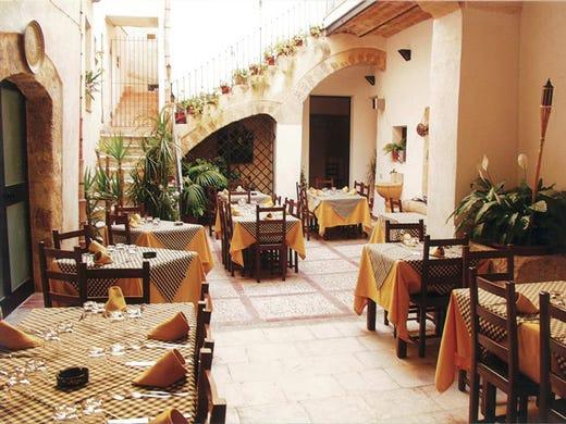 La Taverna Del Piffero Mottola