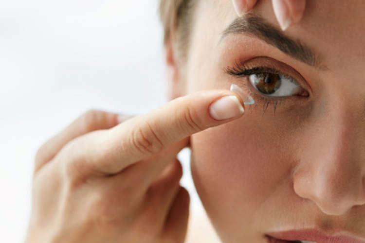 Virus, sulle lenti a contatto può resistere fino a cinque giorni