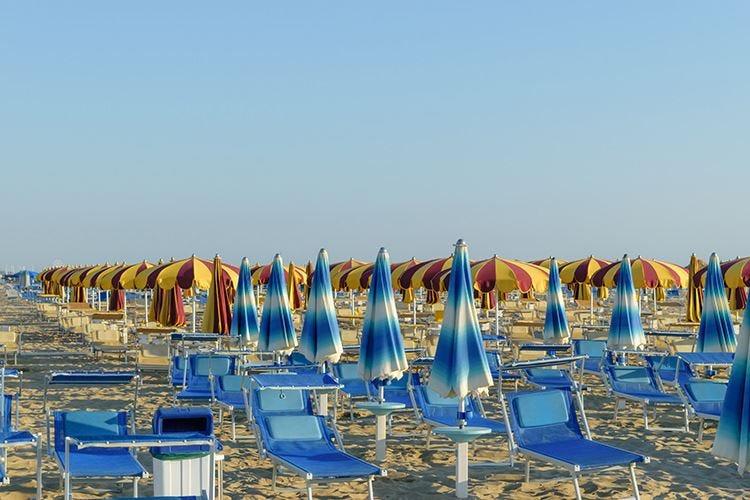 Liguria, in spiaggia come steward chi prende il reddito di cittadinanza