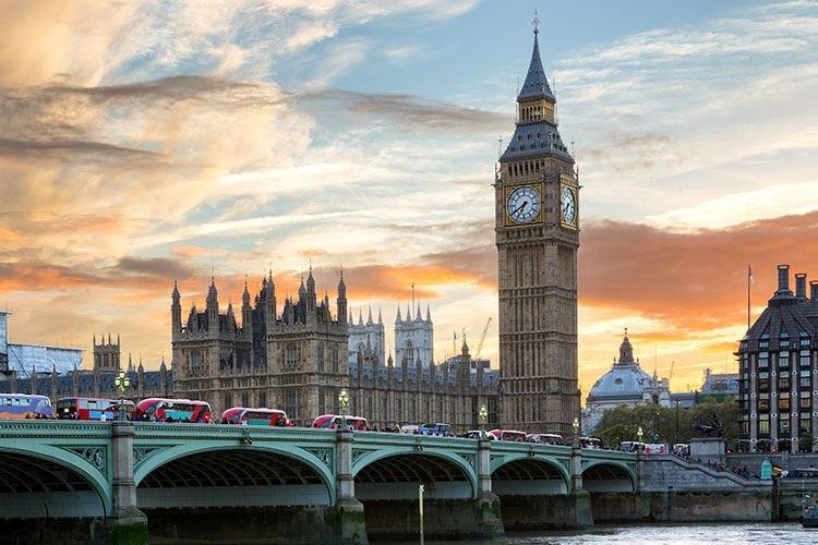 Londra, stop a Uber «Violate le norme per la sicurezza