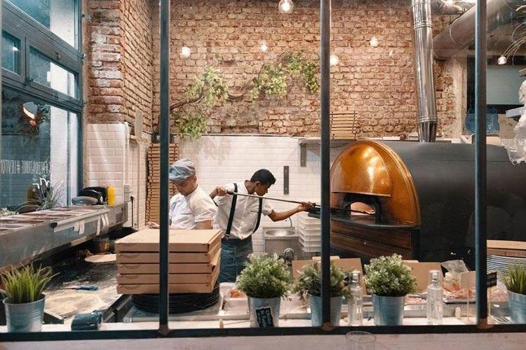 Mani in pasta, terza apertura milanese Pizze personalizzate e birre ad hoc