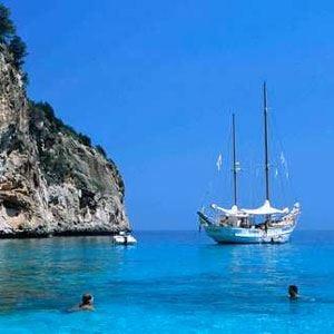 Vacanze, mete italiane le più cliccate In testa Sardegna, Toscana e Puglia