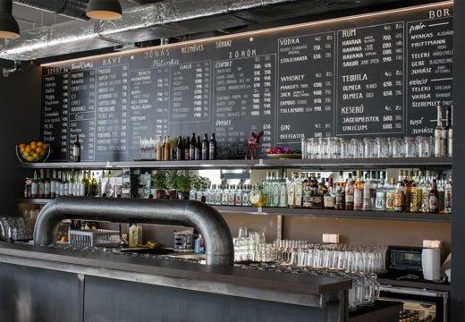 Canvas un nuovo concetto di ristorazione creativit e for Bar stile industriale