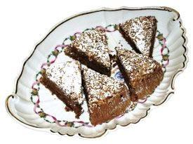 Torta Gianduia con salsa di cioccolato