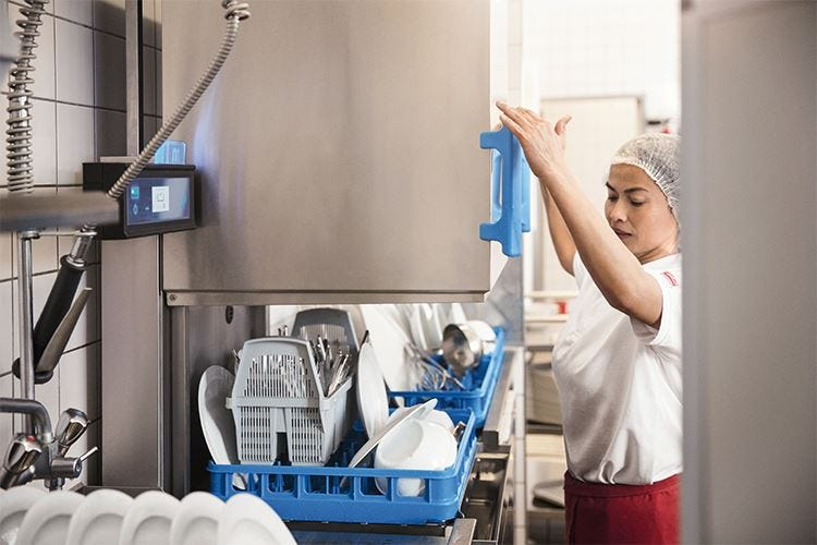 Lavastoviglie a capote M-iClean H L'innovazione firmata Meiko