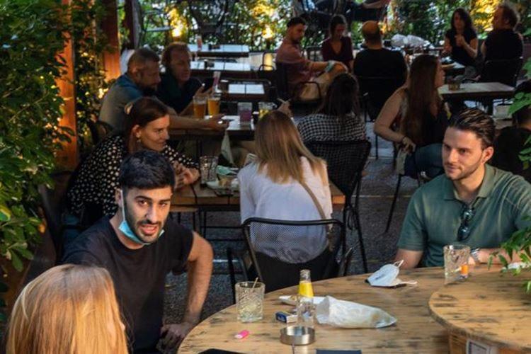 Come cambia l'aperitivo milanese Prenotazioni e locali meno modaioli