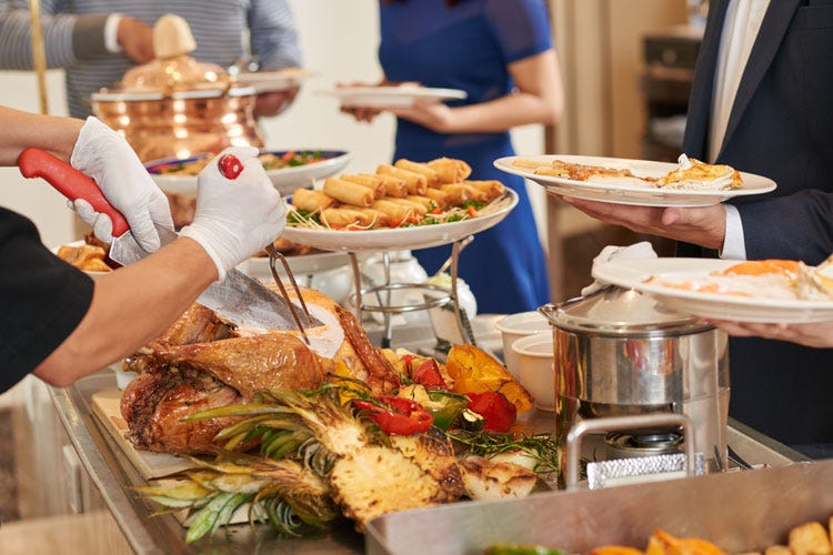 """A Natale, ristoranti """"aperti per feste"""" Otto su 10 proporranno un menu fisso"""