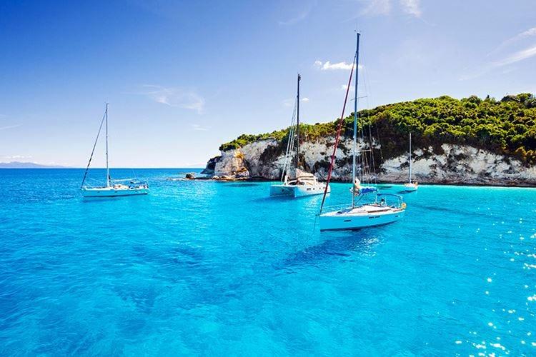 Sempre più persone noleggiano uno Yacht per le loro vacanze all'insegna del lusso
