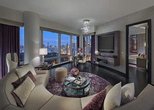 nelle camere del mandarin new york si respirano arte, stile ed ... - Camera Da Letto Tema New York