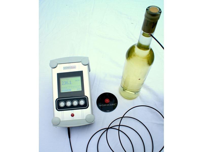 Migliore gestione della £$shelf life$£ del vino con l'analizzatore di ossigeno Nomasense