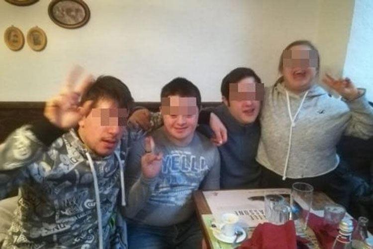 «Non siamo in grado di gestirli» Ragazzi disabili allontanati dal ristorante