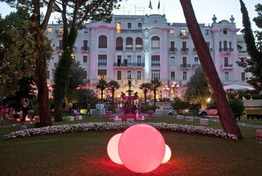 The pink side of the moon luna rosa sulla riviera for Compositore tedesco della musica da tavola