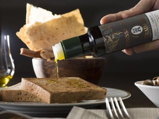 Olio e caviale a marchio Trussardi Le due novità del menu di primavera